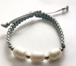 bracelet with freshwater pearl
