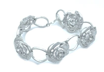 siver bracelet with flower