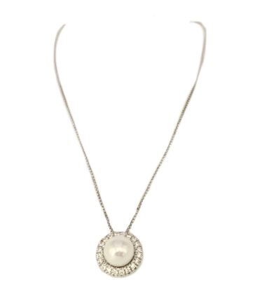 Gold pendant with cultived pearl and diamonds